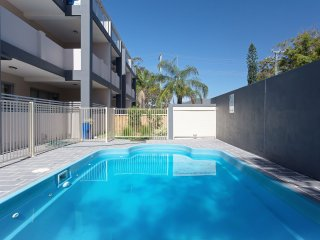 9 'Shoal Bay Beach Apartments' 2 Shoal Bay Road -air conditioning and complex sw