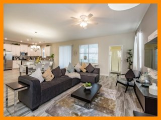 Championsgate 95 - 5* villa with pool and game room near Disney
