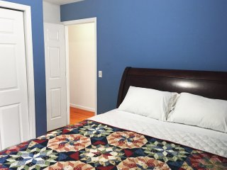 Cute Private Room with Kitchen Access Just Steps from NYC, Shared Bathroom