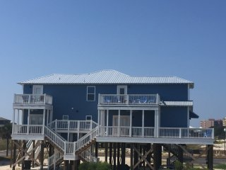 NEW 4BDRM BEACH HOUSE SLEEPS 12 BEACH, BAY&POOL