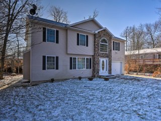 NEW! 4BR Tobyhanna Home - 20 Mins to Pocono Mtns!