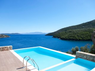 VILLAS MIRO - Luxury Villas with Direct Access to the Sea