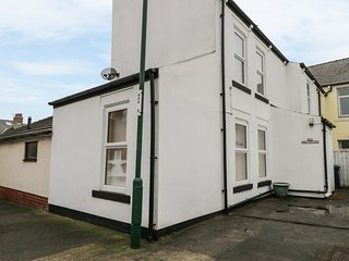 10 THE COTTAGE, centre of Saltburn, pet-friendly, WiFi, Ref 974096