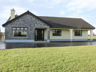 CASTLE VIEW, open plan, all ground floor, fantastic views, near Oughterard, ref