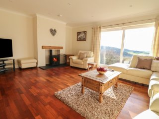RHOS HELYG, hot tub, views, pet-friendly, in Amlwch, Ref. 951933