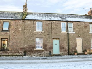 20 CASTLE STREET, wood burner, enclosed garden, pet friendly, in Norham, Ref. 95