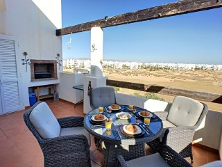 Top floor, great views, free wifi, BBQ, communal pool