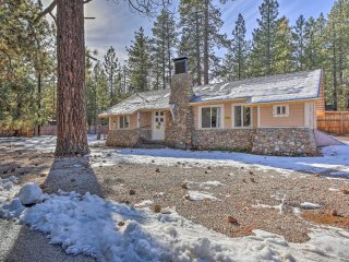 NEW! 3BR Cabin-Less than 1/2 Mile to Big Bear Lake