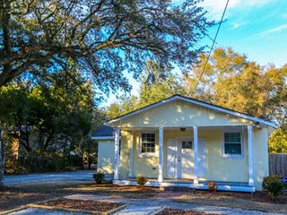 Great Home Base to Launch your Charleston Adventures! Newly Renovated House with