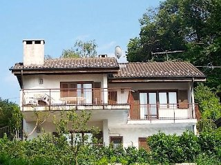 Erica spacious and comfortable  villa with a lake view, pool and parking