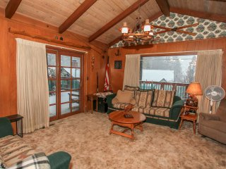 1732 - Country Cabin - FREE SKI/BOARD RENTAL