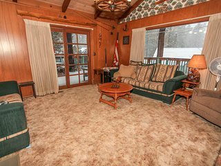 ~Country Cabin~Equipped & Furnished Retreat~Walk To Lake or Town Location~