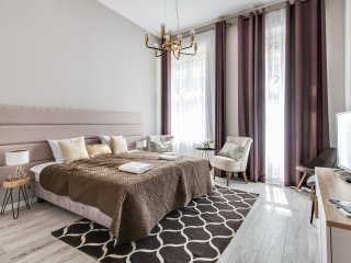 Luxury Apartment 5 min to the Main Square AH9