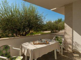 Mistral 1 - spacious 2 bedroom apt for 6•terrace•breakfast May/June