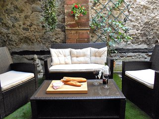 Beautifully Appointed Quillan Townhouse