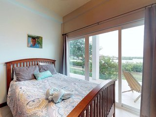 Lagoon-front condo with water views, shared pool, restaurant. Near town & beach!