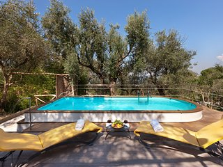 Traditional 2 bedroom villa for up to 4 people with private pool near Sorrento