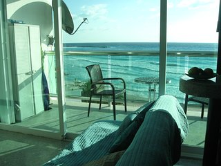 BEACHFRONT CLUB ZONE OCEANVIEW CONDO SLEEPS 5