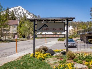 New Listing! 3Br/3Ba with Panoramic Views. Only Steps to Canyon Lodge!