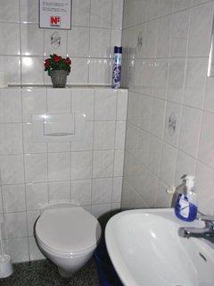 Zusätzlich ein seperates WC mit Waschbecken