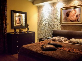 Elegant Room in Central Loc. with Private Bathroom