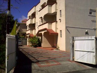 'Les Ixoras B' - Self-catering apartments near the sea