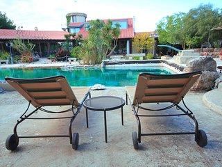 Secret Garden Apartment With Pool