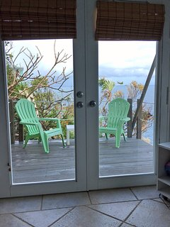 View of the porch and the sea.