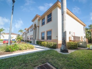 Beautiful upgraded condo in Bellamar Gated Community