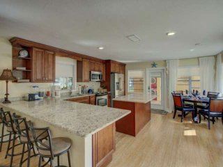 Quick Bike Ride or Short Dr. to Beach, Wifi/Cable, Pet Friendly, Ranch w/Carport