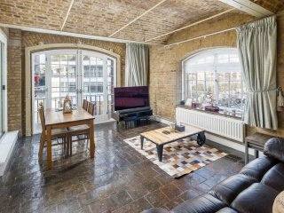2bed 2bath Riverside Apartment nr Tower of London