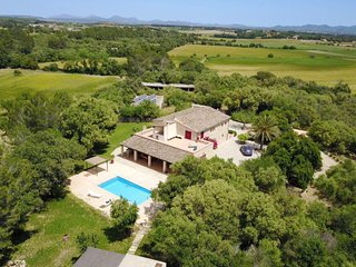 Fabulous and HUGE Villa Son Calderó, with a private POOL, garden & BBQ