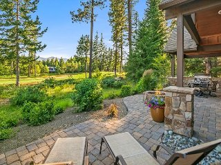 Posh Suncadia Retreat on the 18th Fairway! Expertly furnished w/ a Hot Tub!!
