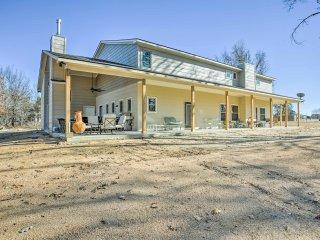 Spacious Kingston Home w/Porch-Walk to Lake Texoma