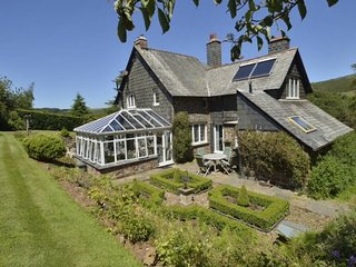 Oare Manor Cottage, Oare - Spacious cottage for up to 8 guests in rural Exmoor -