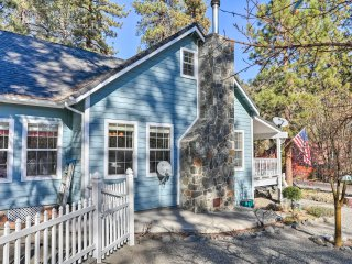 Wrightwood Home w/Porch & Hot Tub -8Mins to Skiing