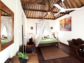Villa Surya Mas. Great Value And Great Location Only 5 minutes To The Beach!