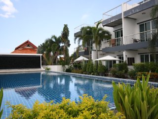 Kamala 36B Townhouse 2 bedroom shared big swimming pool