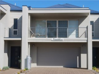 Port Elliot Nautilus Holiday House Rental Executive Standard Home 4 bedrooms