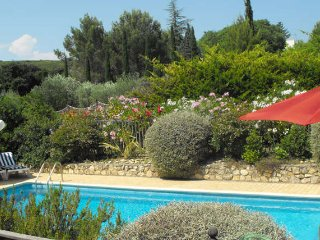 French villa to rent with pool sleeps 8