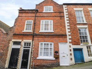 ST. MARY'S COTTAGE, WIFI, woodburning stove, centre of Scarborough, Ref 955777