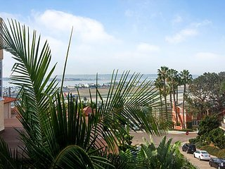 A King's View in Mission Hills - 2BR Penthouse Rental