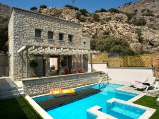 villa Ellie, Exclusive 2bedroom villa with private pool