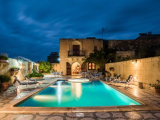 Ta'Karmni farmhouse charming 350 years old holiday house