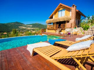 Charming Rustic Style Ecological Honeymoon Villa with Pool and Views