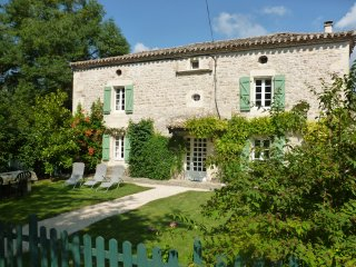 Traditional Quercy Blanc Farmhouse with enclosed private garden + swimming pool