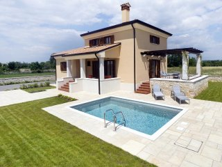 Burici Holiday Home Sleeps 6 with Pool Air Con and WiFi - 5467152