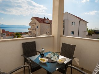 Rina 9 - Comfy 2 BR app for 6★sea view★balcony★parking