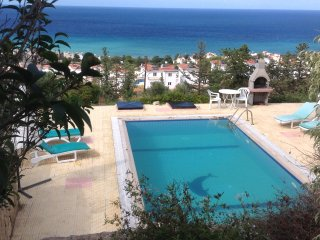 Esentepe villa with stunning views,walking distance to village shops,bars &Banks