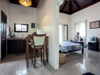 Mertola's Taal Lake View Suites